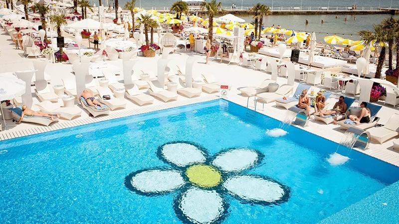 04 Ibiza_beach_Club_06