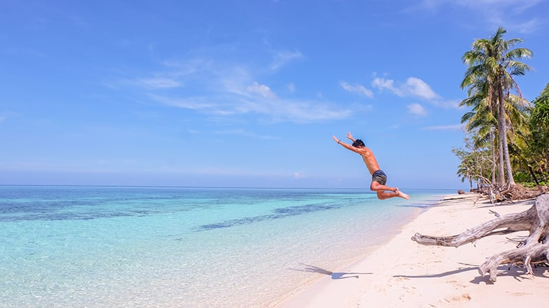 05 Exotic-men-Philippines-philippinen-beach-man-jumping