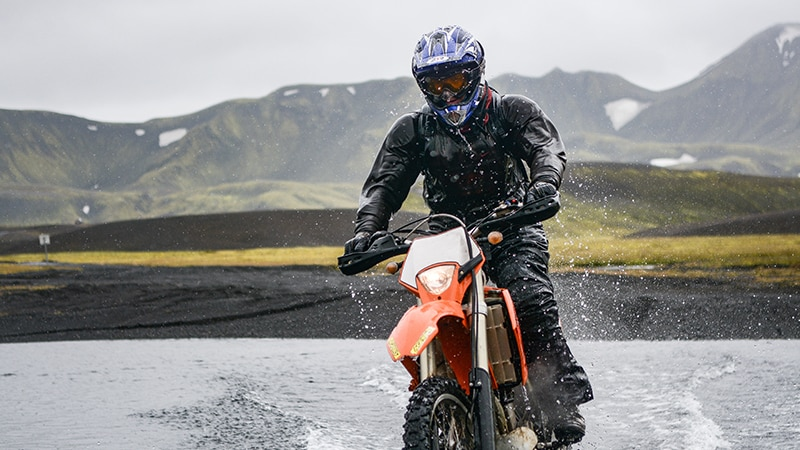 05 Wildlife-men-iceland-island-motorrad-motorbike-offroad-river-fluss-berge-mountains
