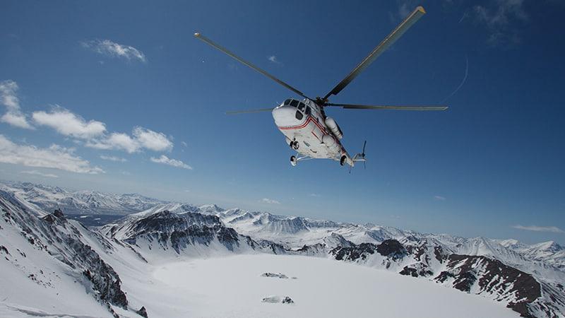 05 wildlife_men_hubschrauber_helicopter_landing_iceland