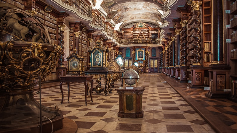 06 Day-and-night-men-travel-prague-bibliothek-in-monastry