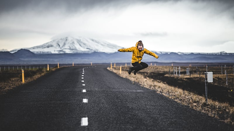 06 Wildlife-men-iceland-island-men-jumping-on-road-winter-snow