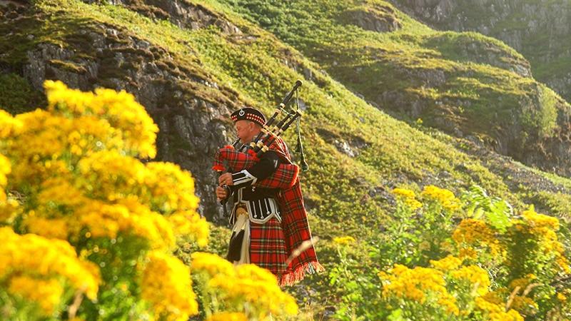 06 Wildlife-men-scotland-schottland-mann-mit-dudelsack