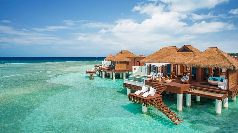 07 Luxury-Action-men-travel-maledives-houses-in-the-water