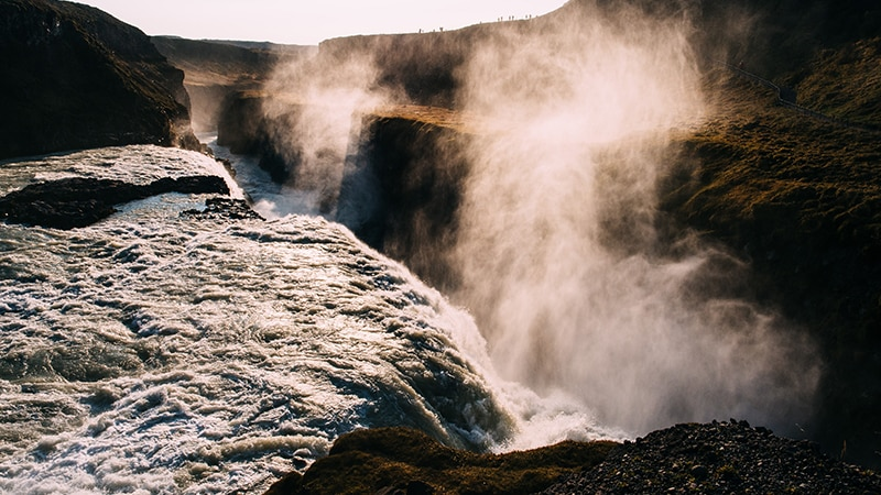 07 Wildlife-men-iceland-island-waterfall-wasserfall-godafoss