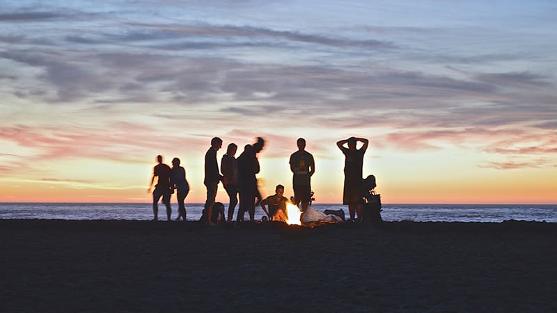 09 Exotic-men-Philippines-philippinen-beach-friends-enjoying-themselves-by-bonfire-on-beach