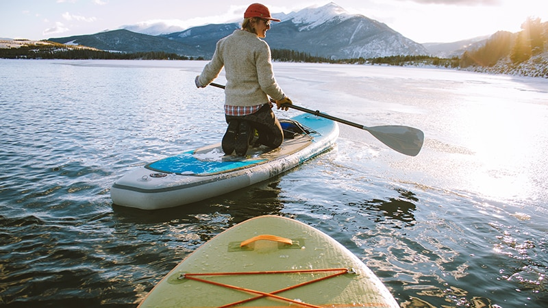 10 Wildlife-men-canada-Kanada-padelling-on-river