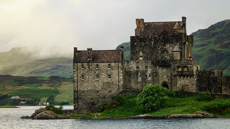 10 Wildlife-men-scotland-schottland-loch-ness-with-old-castle
