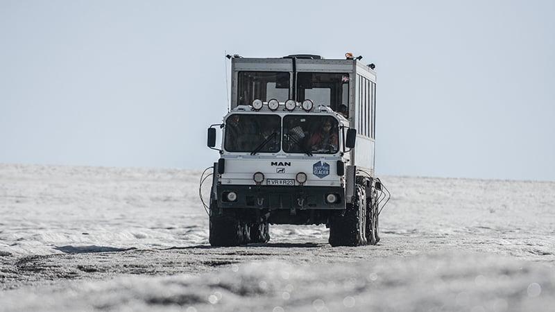 11 Wildlife-men-iceland-island-glacier-gletscher-truck