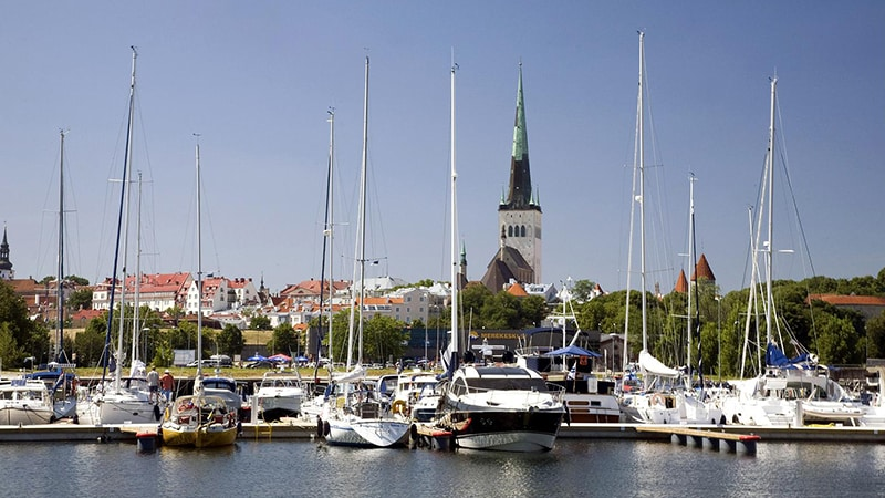 14 Day-and-night-men-travel-tallinn-old-city-marina