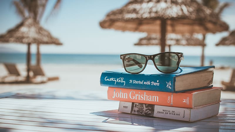 14 Luxury-Action-men-travel-maledives-books-on-the-beach