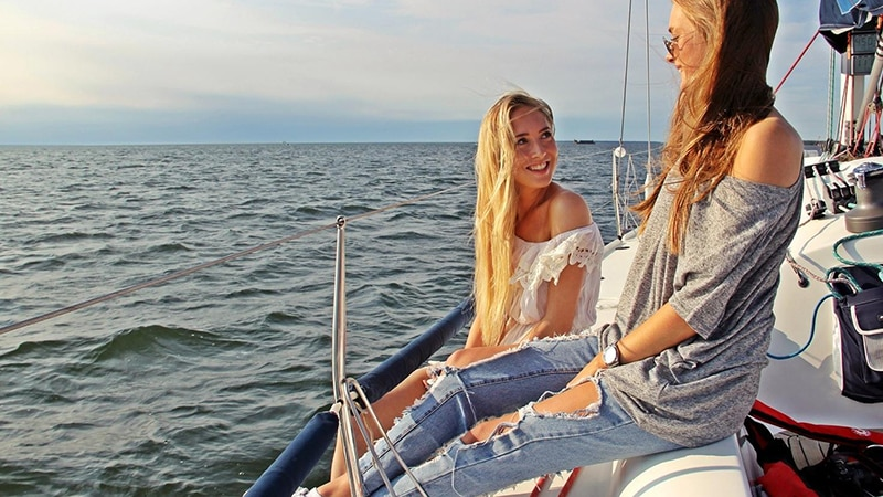 15 Day-and-night-men-travel-tallinn-girls-on-boat