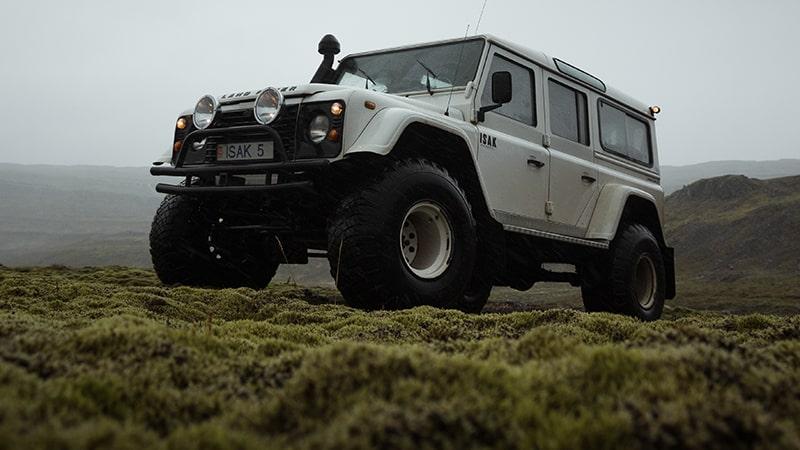 16 Wildlife-men-iceland-island-jeep-rangerover-offroad-gras