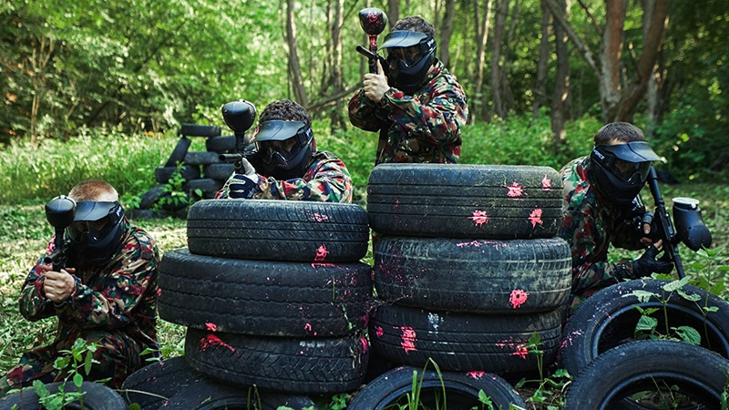 4 Day-and-night-men-travel-paintball-farbe-fun-spaß-kampf